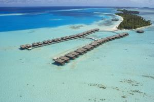 Medhufushi Island Resort & Werner Lau Dive Center