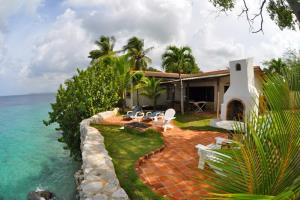 Sun Reef Village on Sea & Curacao Divers
